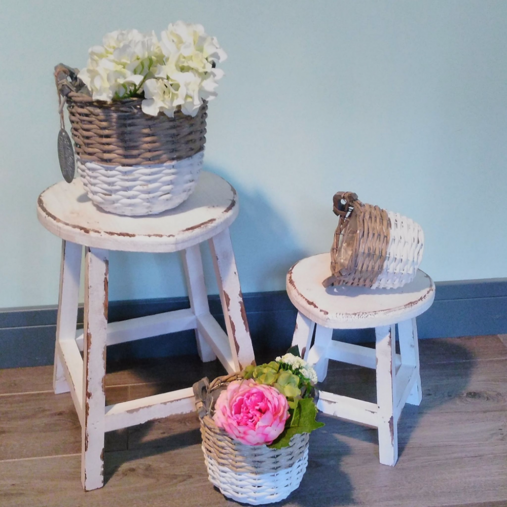 set of 2 shabby chic french vintage distressed white wooden heart stools tables. Black Bedroom Furniture Sets. Home Design Ideas